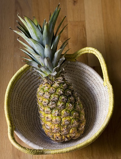 How to make pineapple agua fresca via theothersideofthetortilla.com