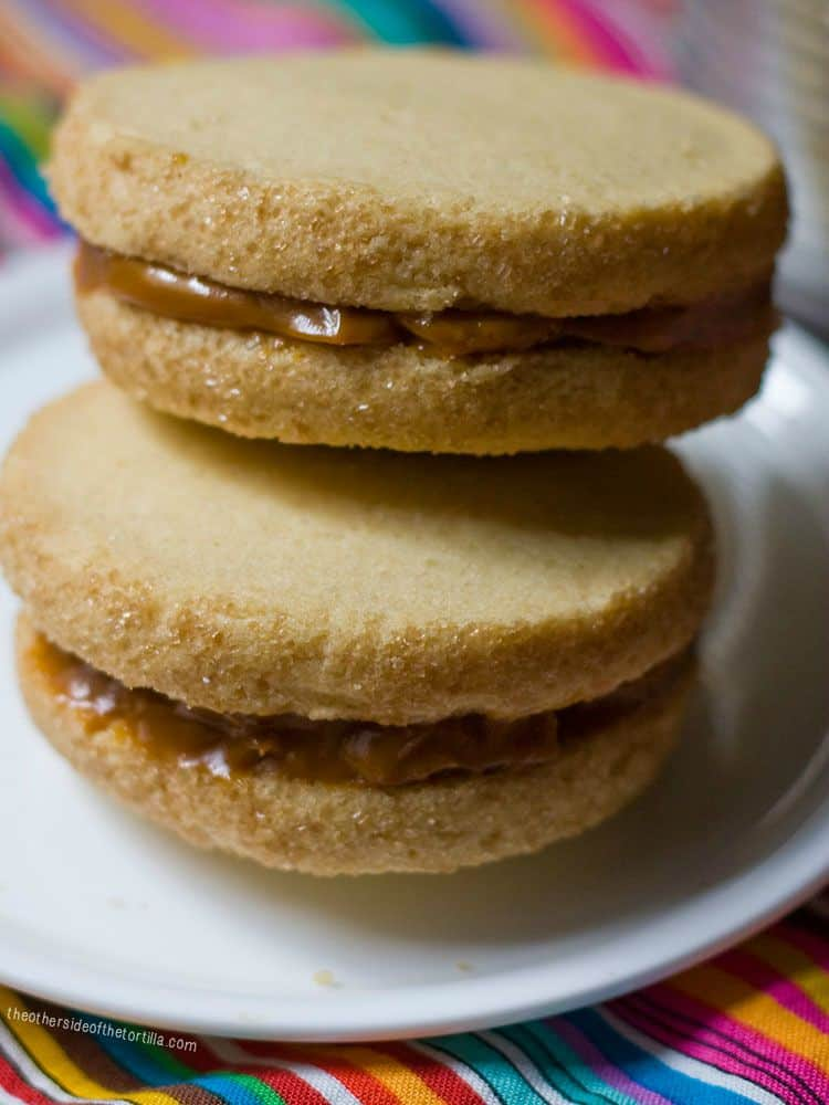 How to make cheater's alfajores with store-bought cookies and dulce de leche in a slow-cooker - Recipe and istructions via theothersideofthetortilla.com