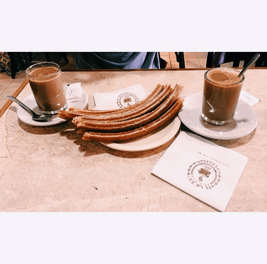 Churros and café con leche at Churrería El Moro in Mexico City