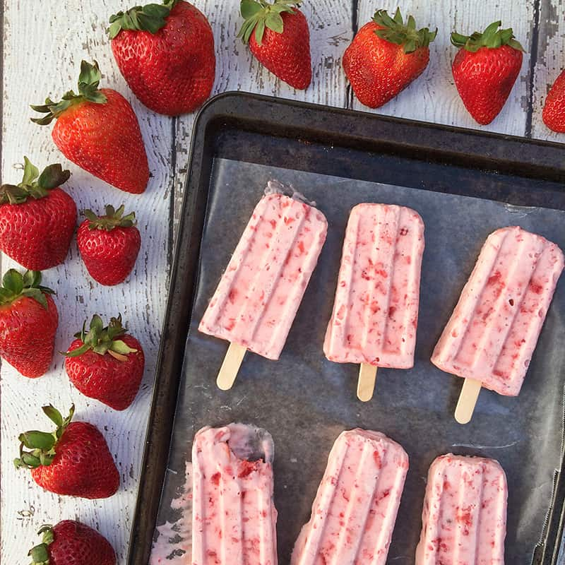 Mexican strawberries and cream #popsicle #recipe from theothersideofthetortilla.com