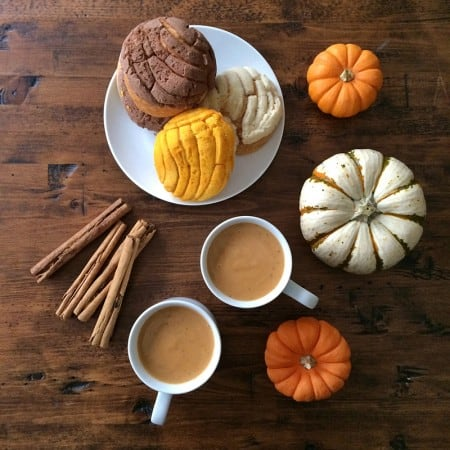 How to make Mexican atole de calabaza. Recipe via theothersideofthetortilla.com.