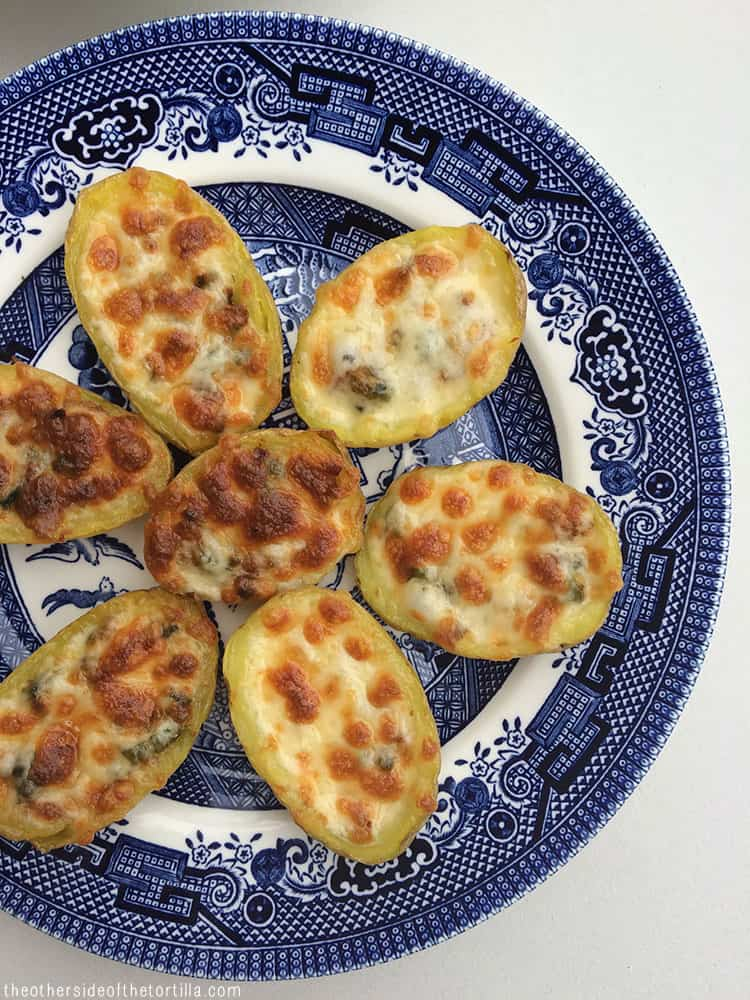 Queso fundido potato skins via theothersideofthetortilla.com