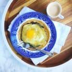 A huevos rancheros recipe so easy you can make them on a Monday morning! Recipe via theothersideofthetortilla.com