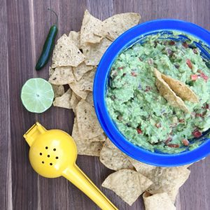 Tips and recipe for making the best guacamole, via theothersideofthetortilla.com