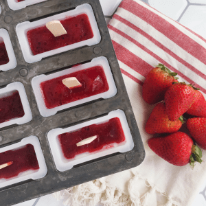 How to make strawberry hibiscus popsicles via theothersideofthetortilla.com